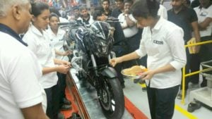 bajaj-dominar-400-black-front-angle-production-line-images-1