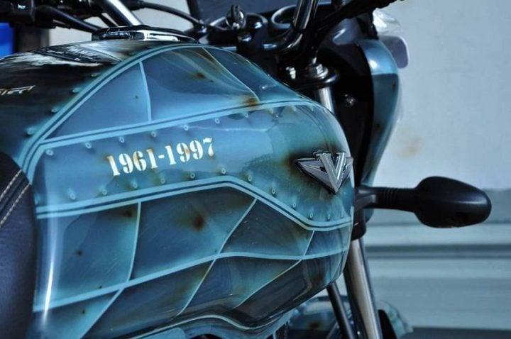 bajaj v12 images fuel tank