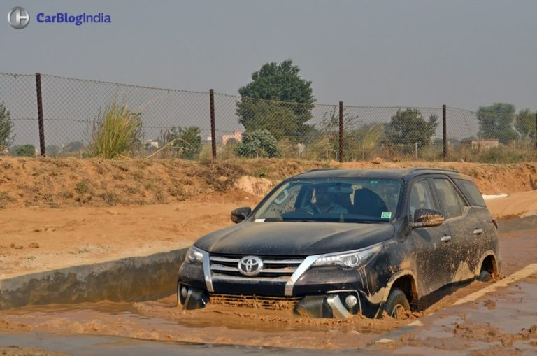 New 2016 Toyota Fortuner Commands 2 Month Waiting; Registers 6,000 bookings!