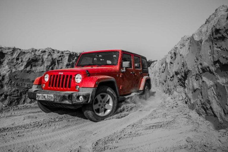 Jeep Grand Cherokee and Wrangler Venture Off the Beaten Tarmac!