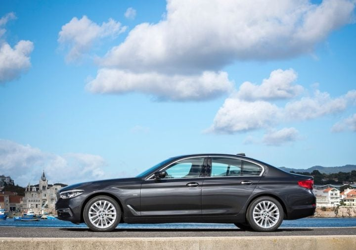 2017 bmw 5 series india official image side