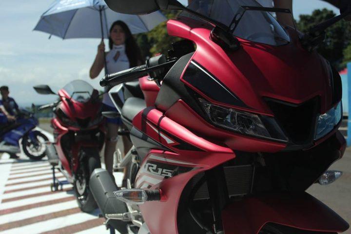 2017 Yamaha R15 V3 vs Yamaha R15 V2 comparison 2017-yamaha-r15-v3