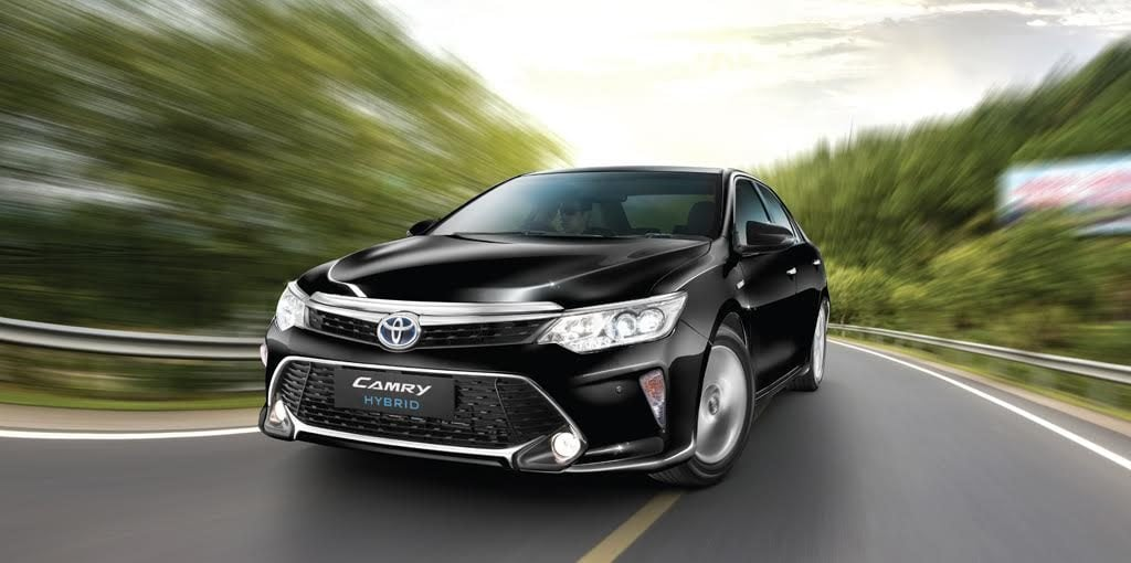 2017 toyota camry hybrid front angle images - CarBlogIndia