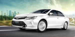 2017 toyota camry hybrid front angle images