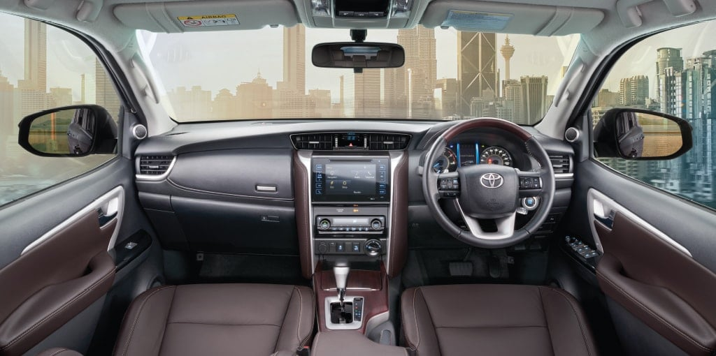 new toyota fortuner interior images dashboard carblogindia. Black Bedroom Furniture Sets. Home Design Ideas