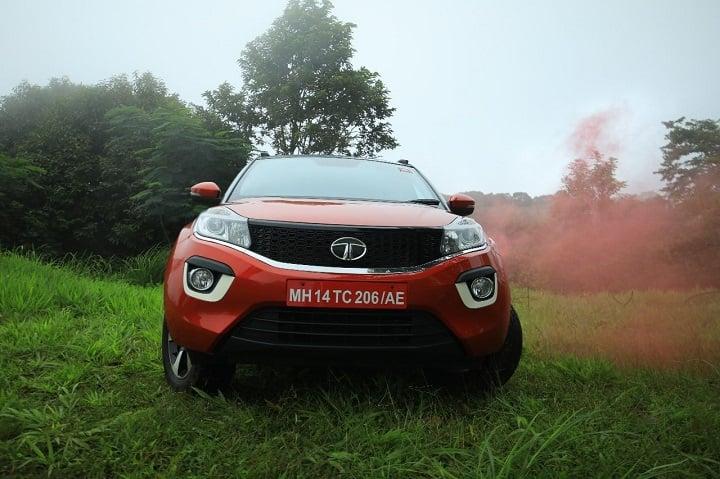 Sensex gains 127 pts, Tata Motors falls
