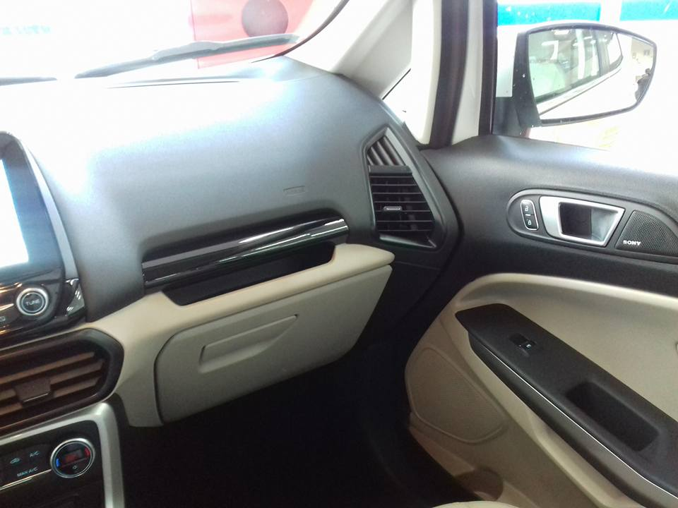 new ford ecosport 2017 interior dashboard grab handle images 1 carblogindia. Black Bedroom Furniture Sets. Home Design Ideas