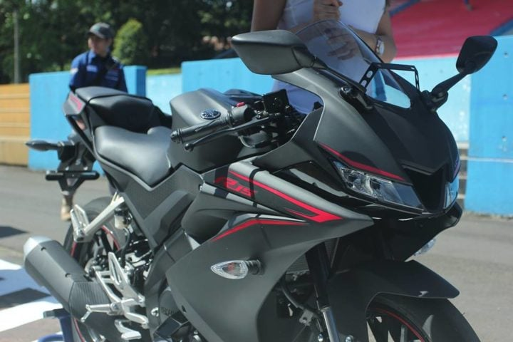 new yamaha r15 v3 india - images front angle black