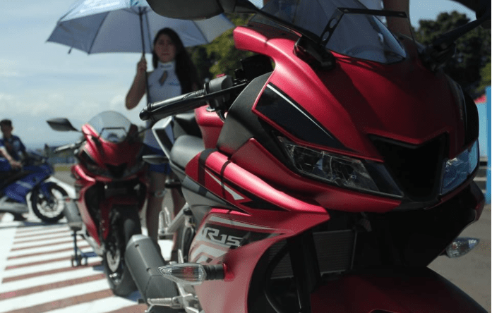 new yamaha r15 v3 india images front black red