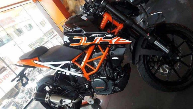 2017 KTM Duke 390 Black Colour Model Spied