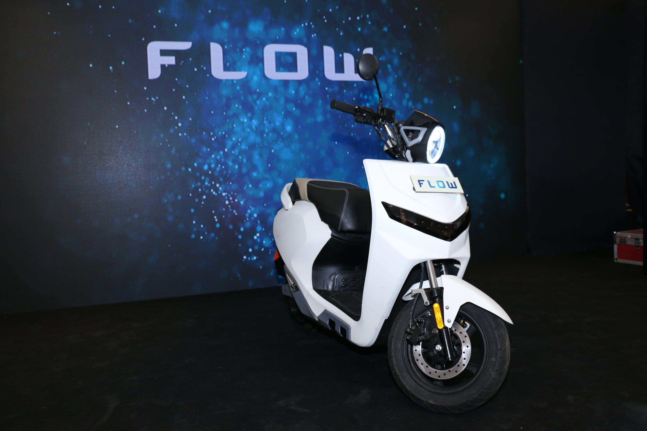 Electric Moped Scooter >> Flow Electric Scooter Concept Unveiled by Twenty Two Motors