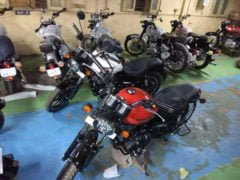Royal Enfield Thunderbird 500X Red White Colour Front Angle Images