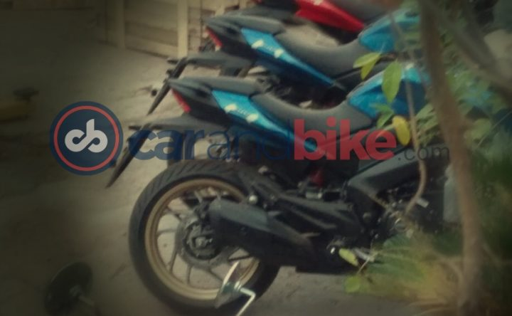 2018 bajaj dominar blue colour images