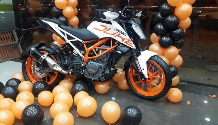 New 2018 KTM Duke 390 Launched with White Paint Option – Price, Specs