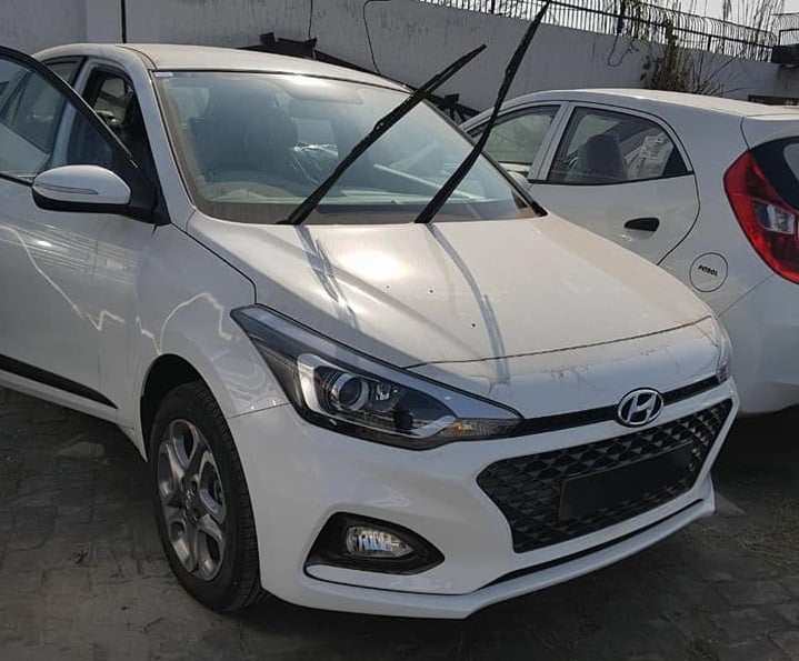 2018 hyundai elite i20 facelift spied launch at auto expo. Black Bedroom Furniture Sets. Home Design Ideas