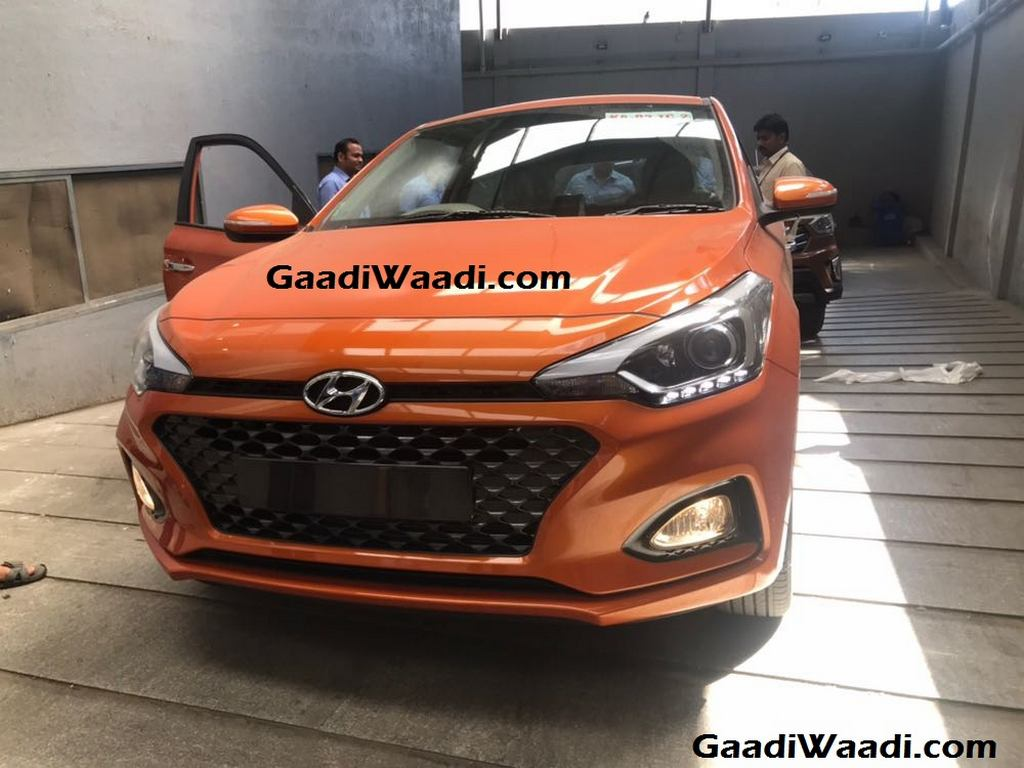 2018 hyundai i20 facelift spied in india auto expo 2018 debut. Black Bedroom Furniture Sets. Home Design Ideas