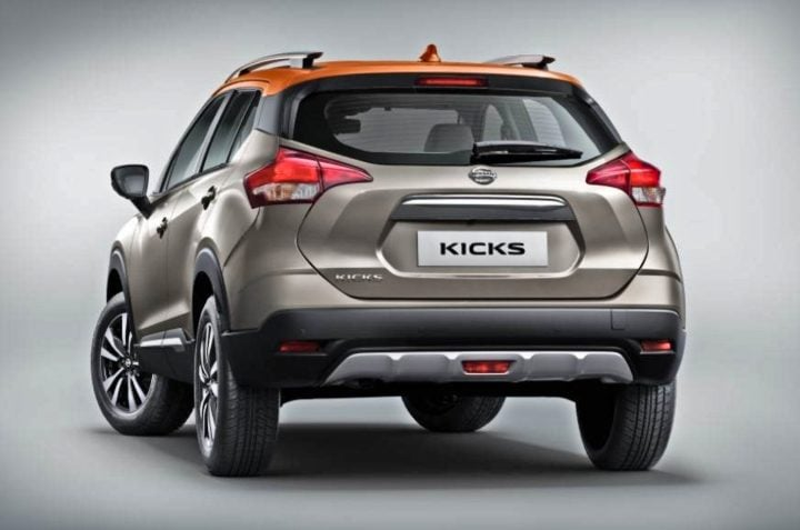 nissan kicks rear image