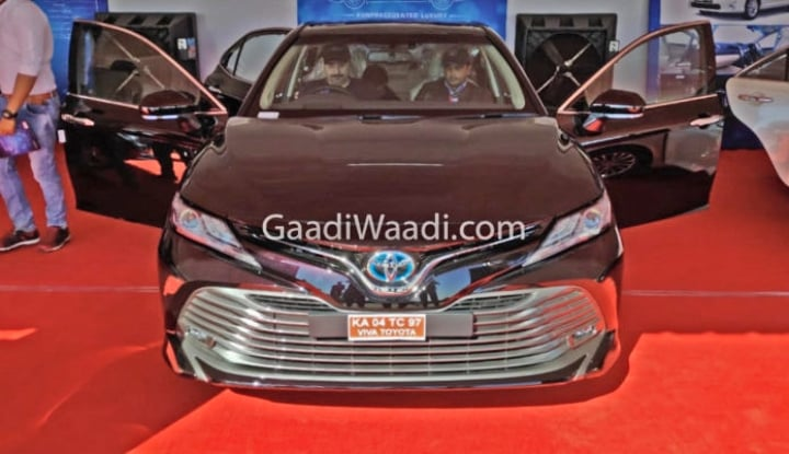 2019 toyota camry front image