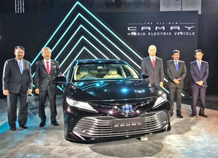 2019 Toyota Camry launched in India at INR 36.95 lakh