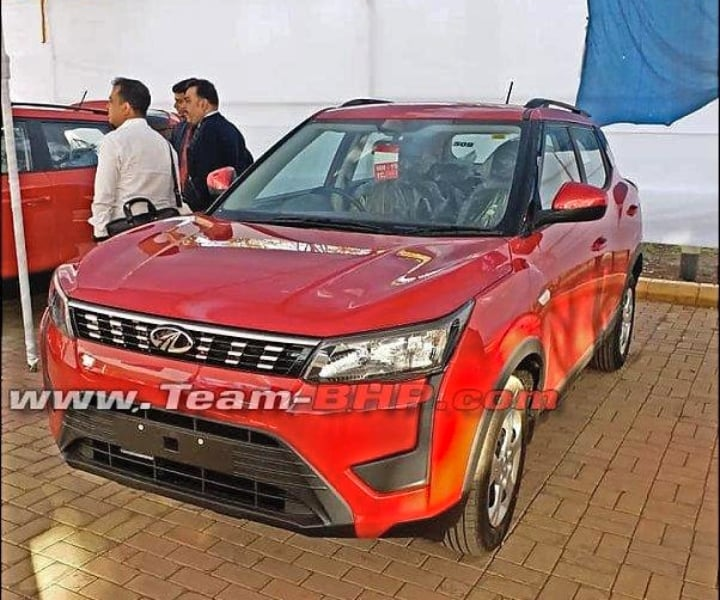 Mahindra Xuv 300 Variant Wise Exterior And Interior Images