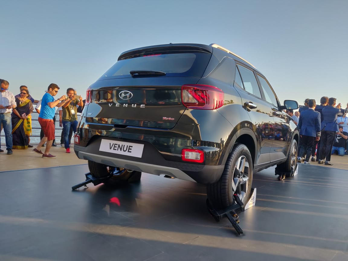 Renault Captur Suv Boot Floor besides I Wagon Interior Overseas Model Shown also Lx Lr further Citroen Ds together with Oulander. on hyundai suv models reviews