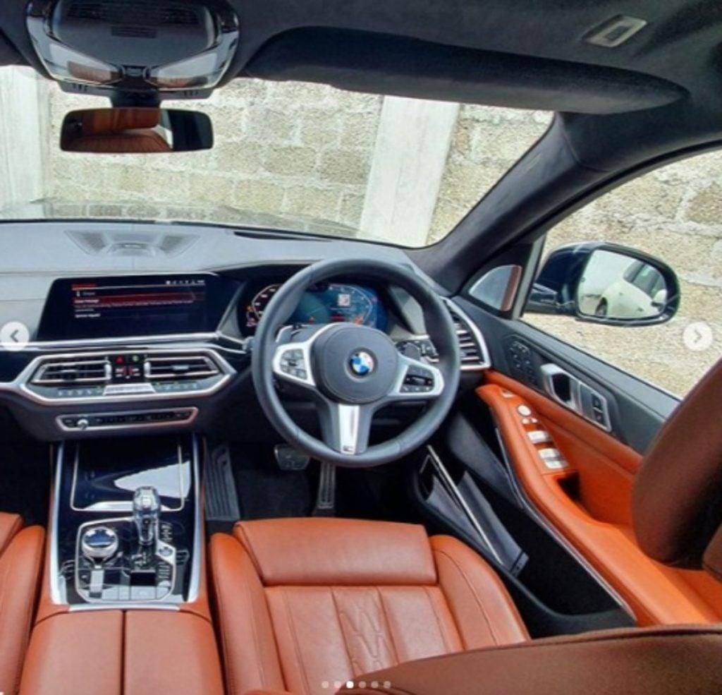 BMW X7 infotainment image