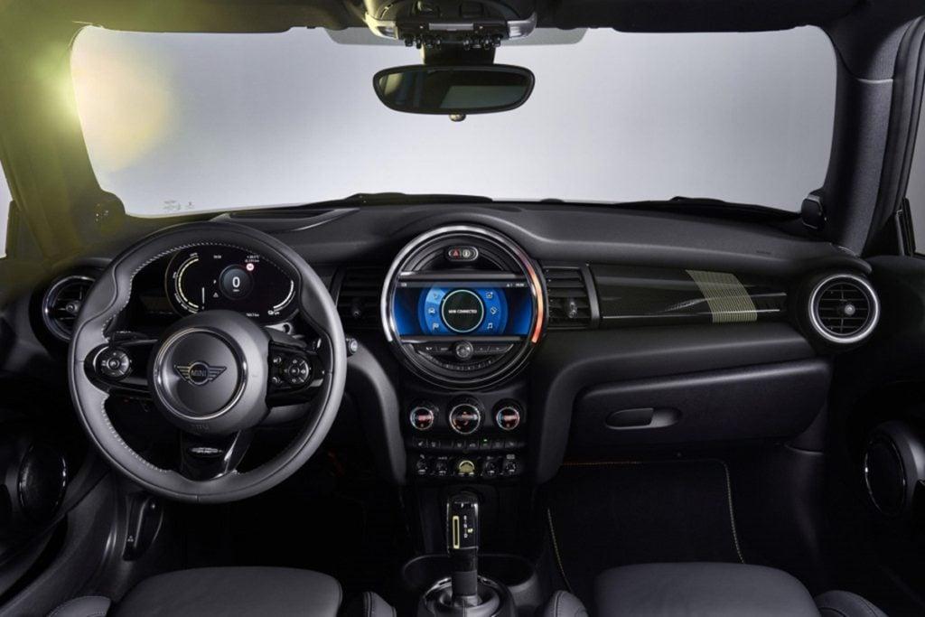 Mini Cooper SE interiors