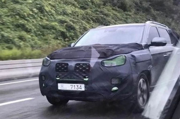 Ssangyong Rexton G4 Facelift Spotted Testing; To Feature Cosmetic Changes only!