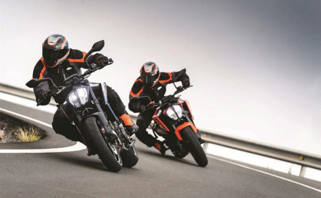 The Duke 790 has 105 bhp and a power-to-weight ratio of 621 bhp per tonne.