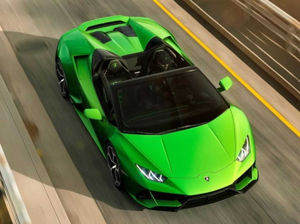 It is powered by the same 5.2 Liter, naturally aspirated V10 engine