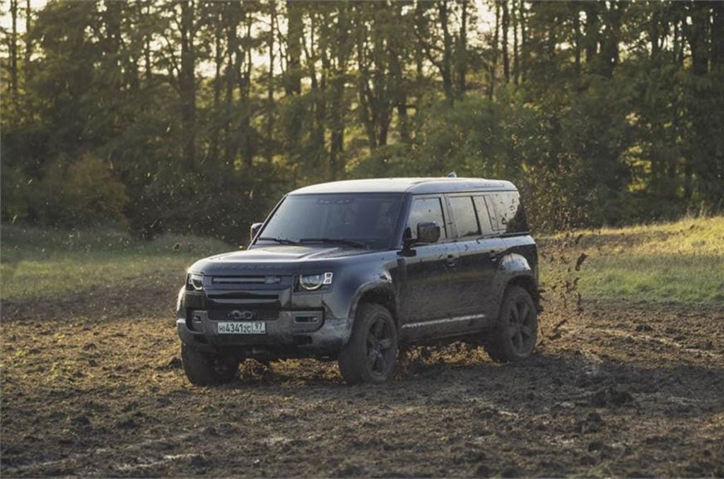 Land Rover Confirms the new Defender will be featured in the upcoming James Bond film.