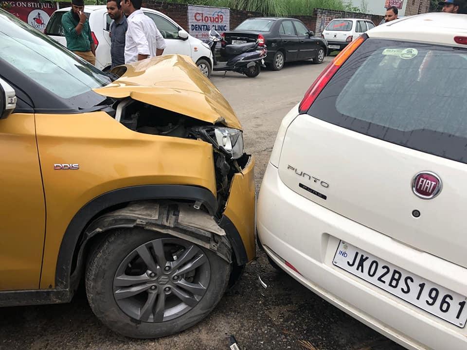 Les deux voitures ont relativement bien émergé de l'accident.