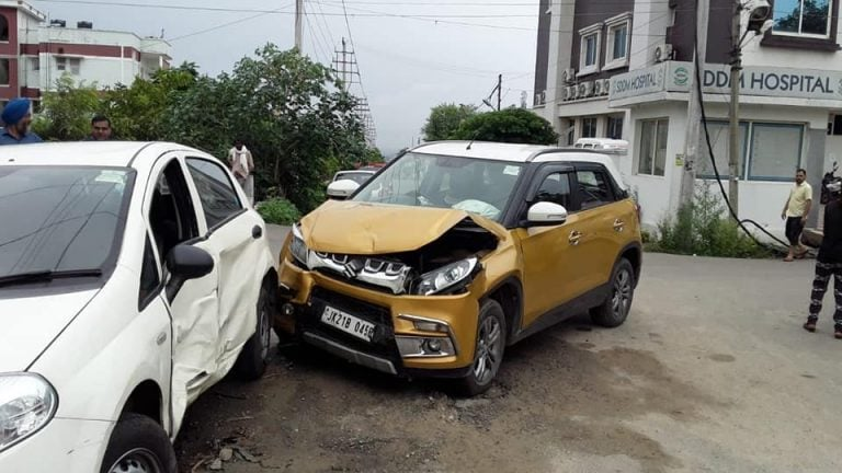 Maruti Vitara Brezza Rams into Fiat Punto at 80 km/hr – See What Happens!