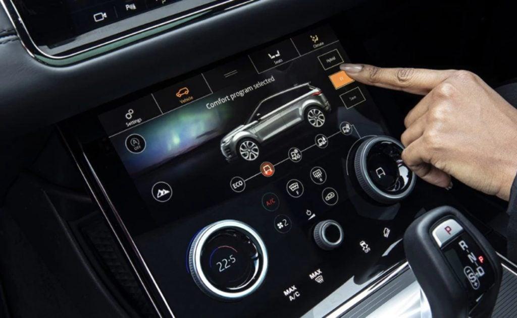 Il existe des modes de conduite disponibles - hybride, EV, Save
