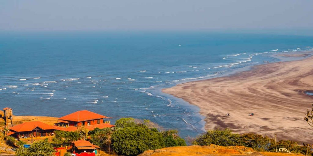 If you like less touristy places, then beaches like Dapoli and Tarkali in Southern Maharashtra should definitely be in your list.