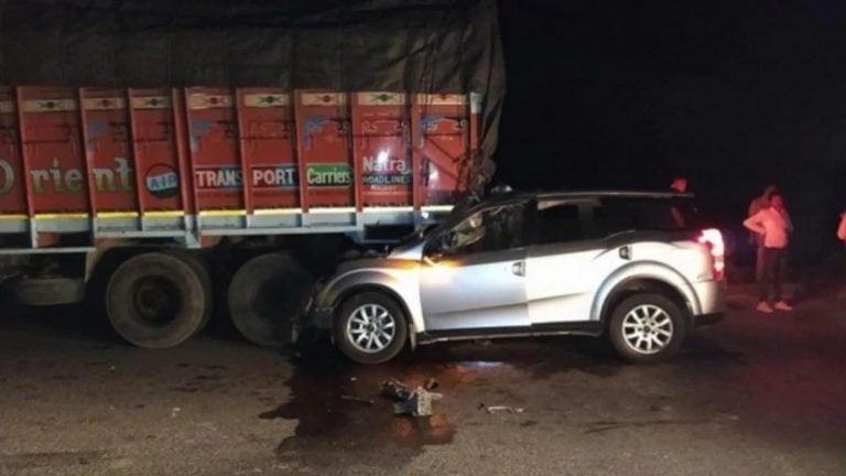 Mahindra XUV500 Crashes Into A Truck – Here's The Result