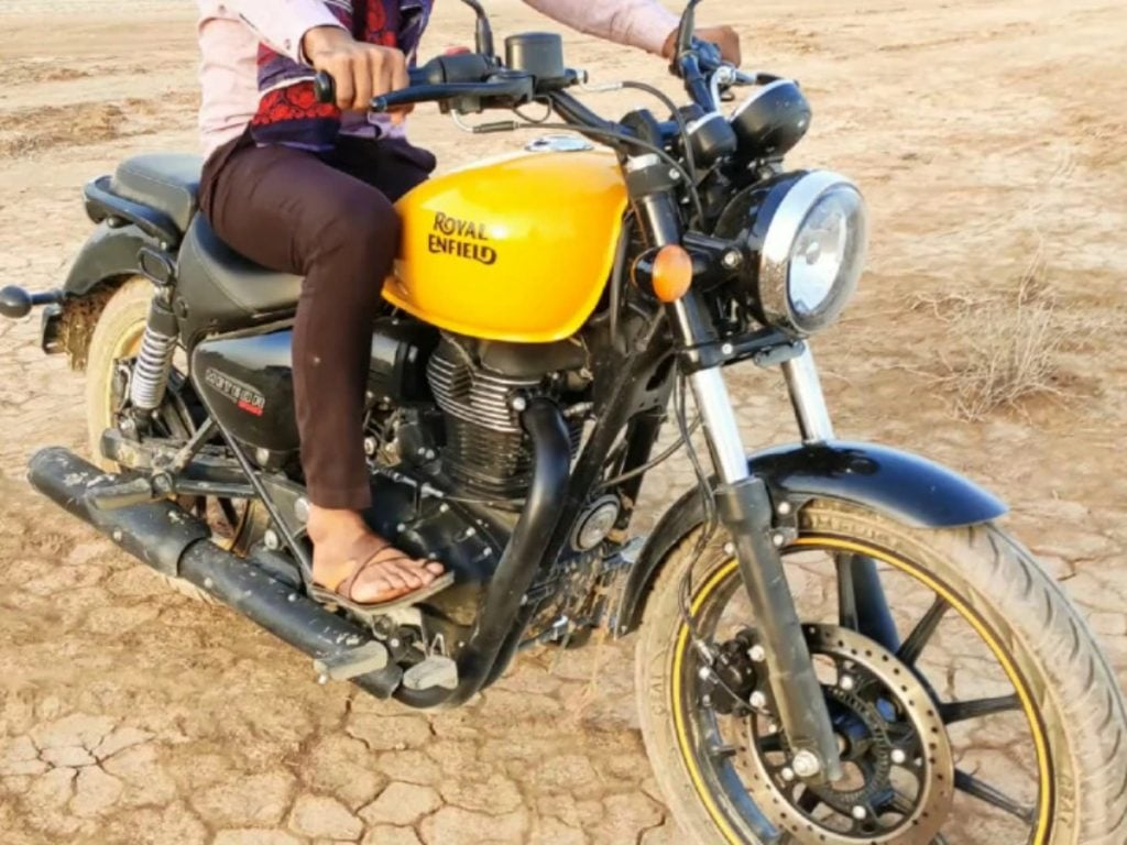 Here's all the differences that sets the Royal Enfield 350 apart from the Thunderbird 350X