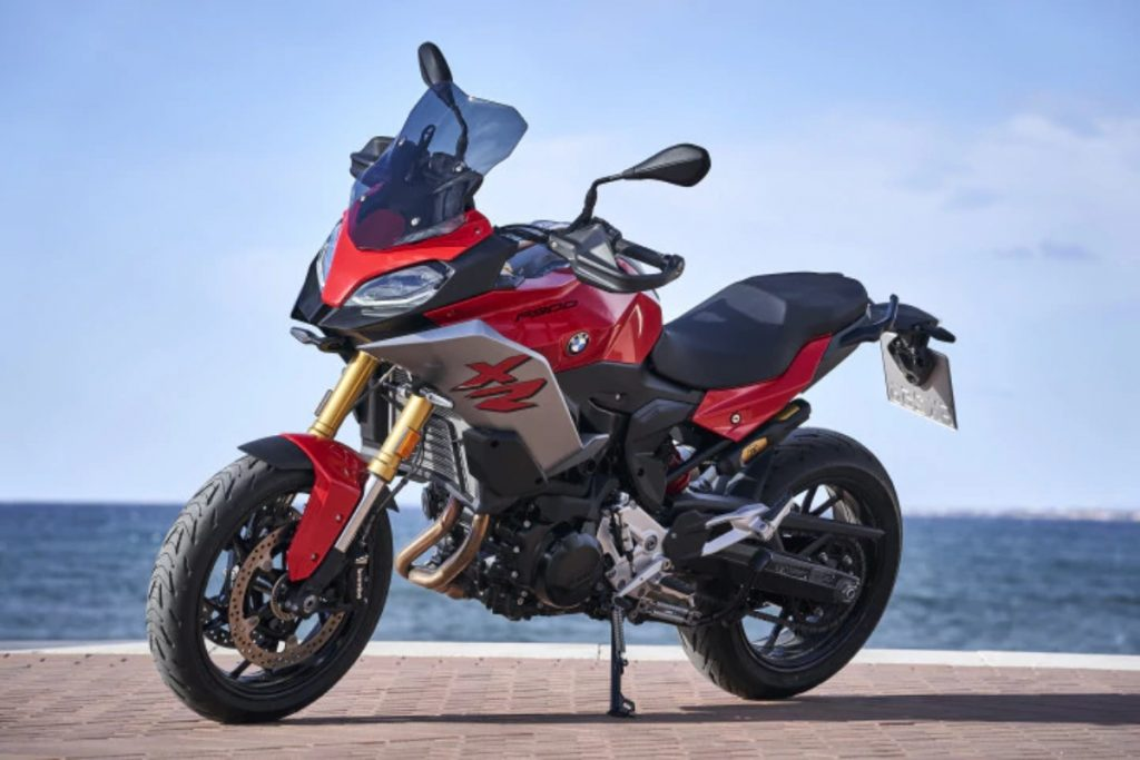 The BMW F 900 XR is a more affordable version of the S 1000 XR and is meant to be a sports tourer.