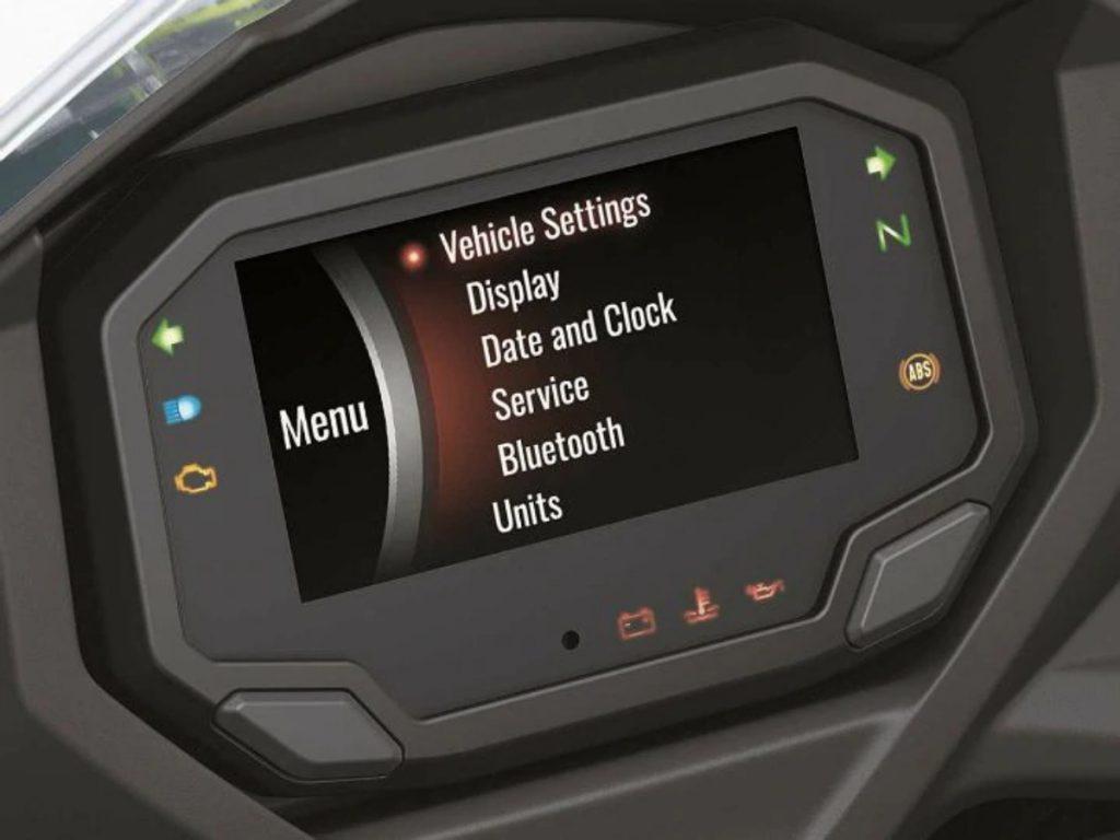 La moto gagne également une nouvelle console d'instruments TFT couleur de 4,3 pouces