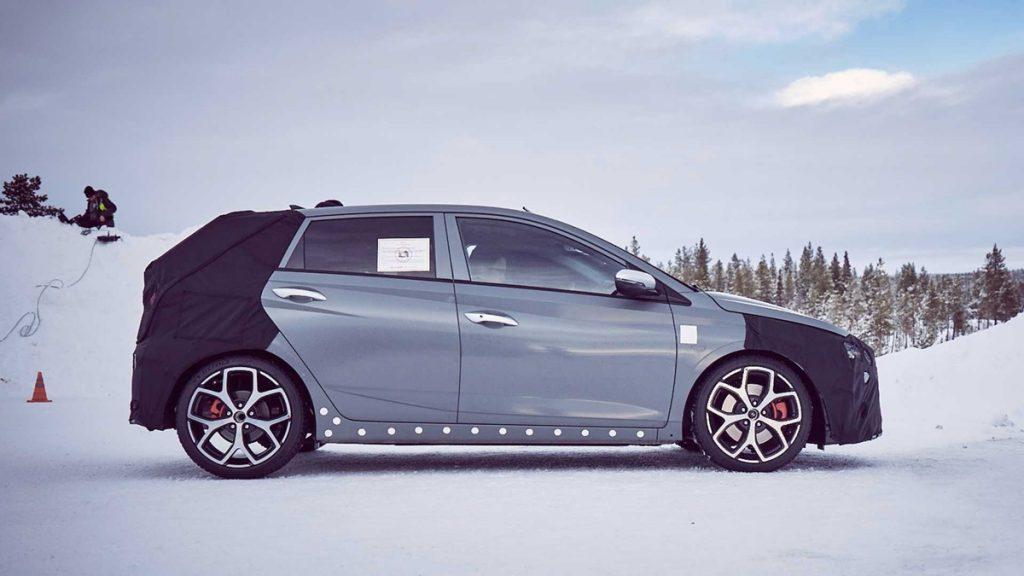 Il est propulsé par un moteur turbo essence de 1,6 L développant 204 chevaux.