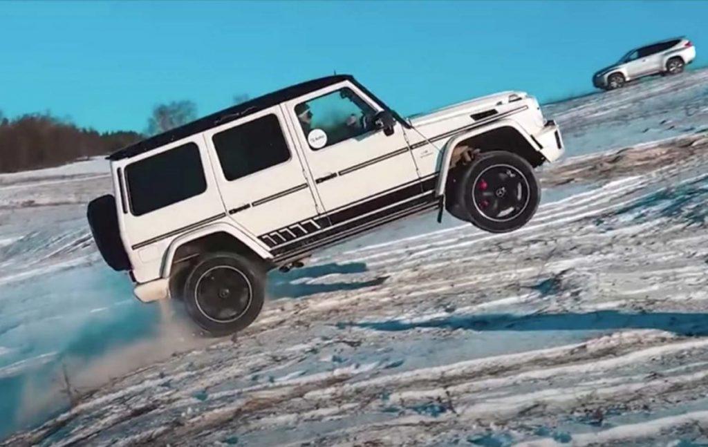 Regardez une Mercedes G 63 AMG faire des choses folles sur la glace.