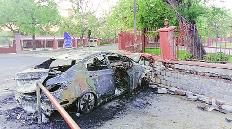 This Hyundai Verna Crashes Into A Wall Of Qutub Minar; Goes Up In Flames