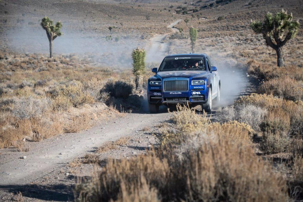 Cette Rolls Royce Cullinan part en rallye et la remporte.