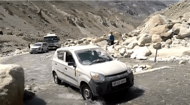 Mahindra XUV500, Toyota Innova And Maruti Alto Off-Roading On India's Most Dangerous Road – Video