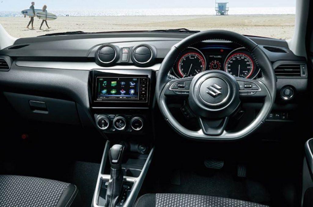 Intérieur de la Suzuki Swift Facelift 2020.