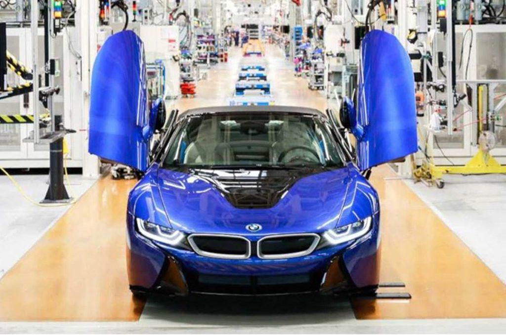Il s'agit de la dernière BMW i8 à sortir de la chaîne de production.