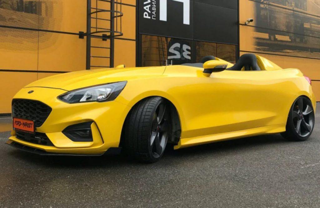 Il s'agit d'une Ford Focus qui a été modifiée pour devenir une Speedster à Saint-Pétersbourg en Russie.