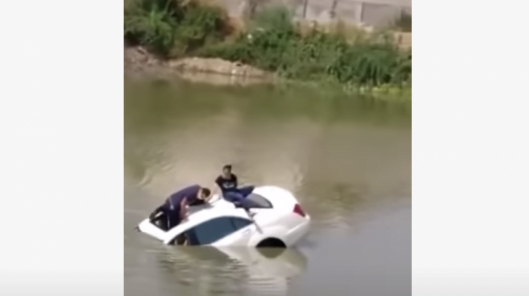 A Sunroof Helps Couple From Almost Escaping Death In Mercedes S-Class – How?