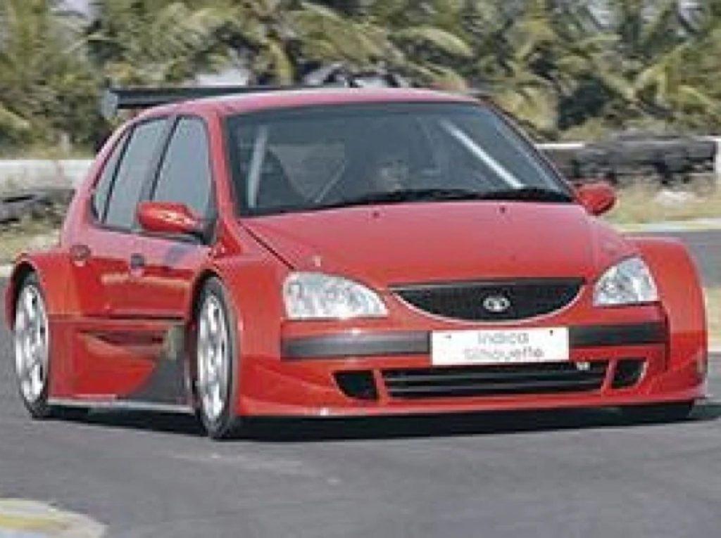 Il était propulsé par un moteur V6 de 3,5 litres avec 330 ch de puissance et avait une vitesse de pointe de 270 km / h.