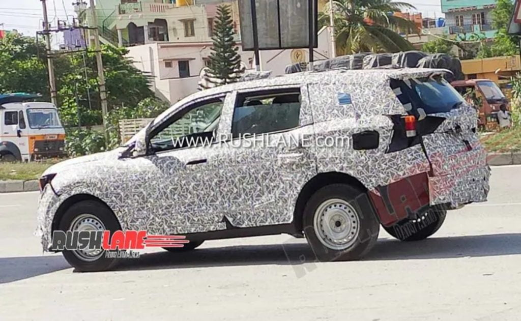 Next-gen Mahindra XUV500 has been spied on test again.